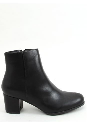 Černé kotníkové kozačky na nízkém podpatku pro dámy