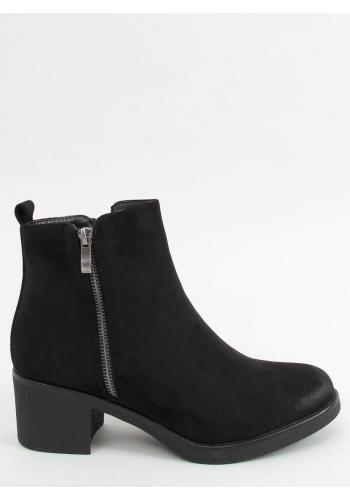 Semišové dámské boty černé barvy na širokém podpatku