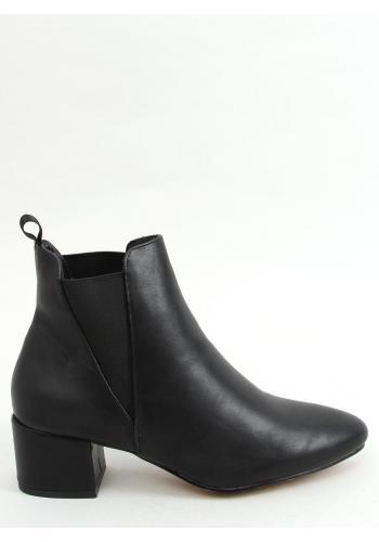 Kotníkové dámské boty černé barvy na širokém podpatku
