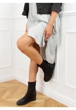 Dámské ponožkové kozačky na skrytém podpatku v černé barvě
