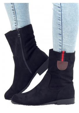 Semišové dámské kozačky černé barvy s ozdobným páskem