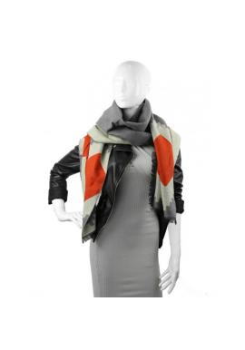 Elegantní dámská šála šedé barvy se vzorem