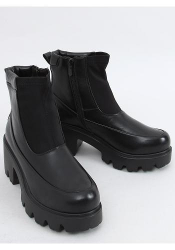 Kotníkové dámské boty černé barvy s tlustou podrážkou