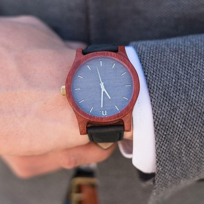 Dřevěné pánské hodinky černé barvy s koženým páskem