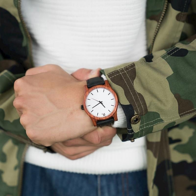 Pánské dřevěné hodinky s koženým páskem v černo-šedé barvě