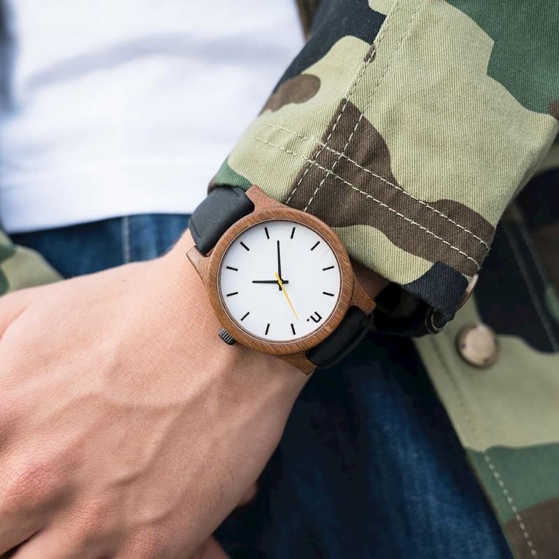 Pánské dřevěné hodinky s koženým páskem v béžovo-bílé barvě