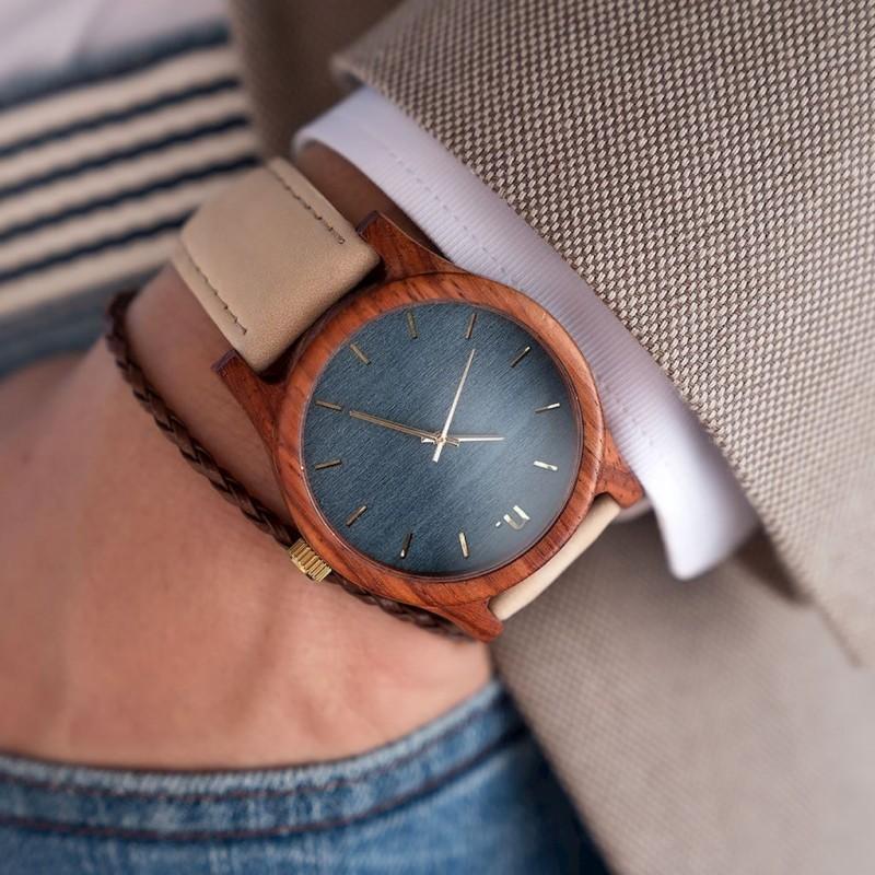 Hnědé dřevěné hodinky s koženým řemínkem pro pány