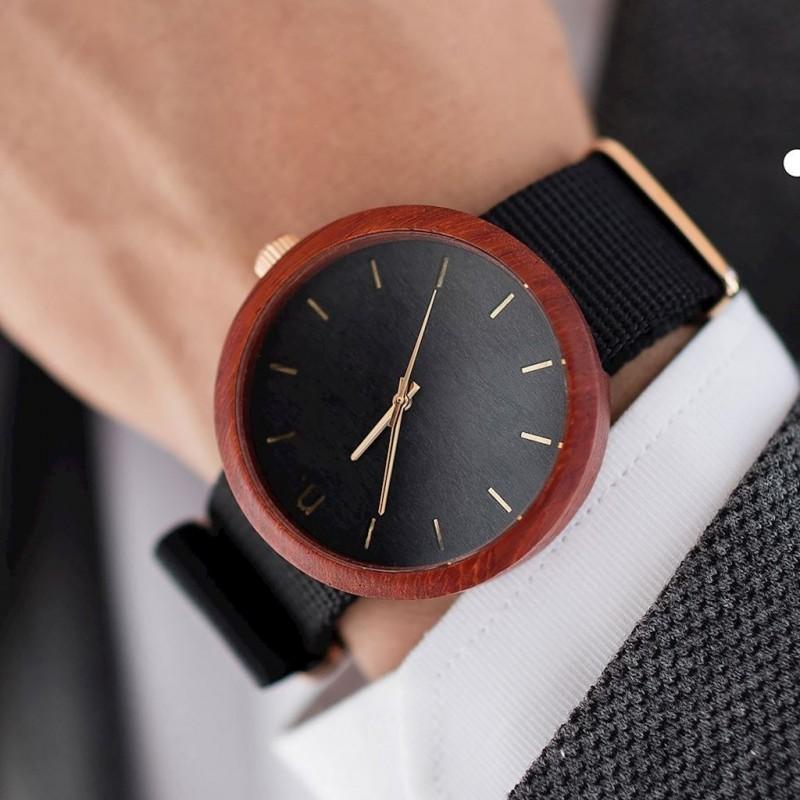 Pánské dřevěné hodinky s textilním řemínkem v černo-zelené barvě