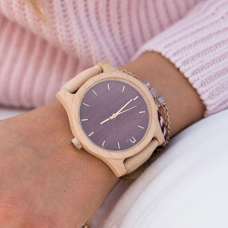 Dřevěné dámské hodinky hnědo-bílé barvy s koženým řemínkem