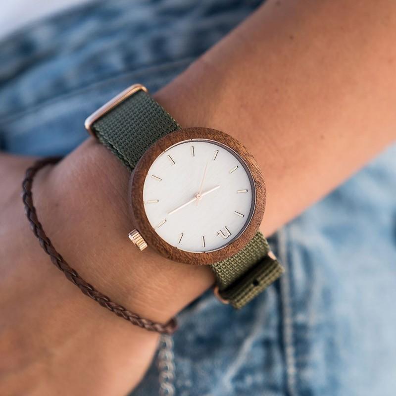 Dřevěné dámské hodinky šedé barvy s koženým páskem