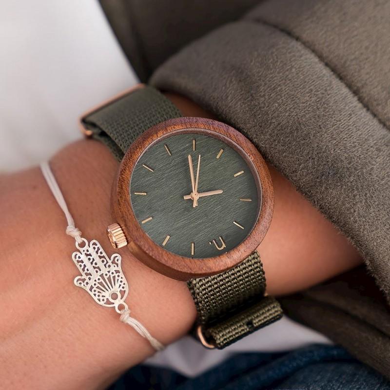 Červeno-bílé dřevěné hodinky s textilním řemínkem pro dámy