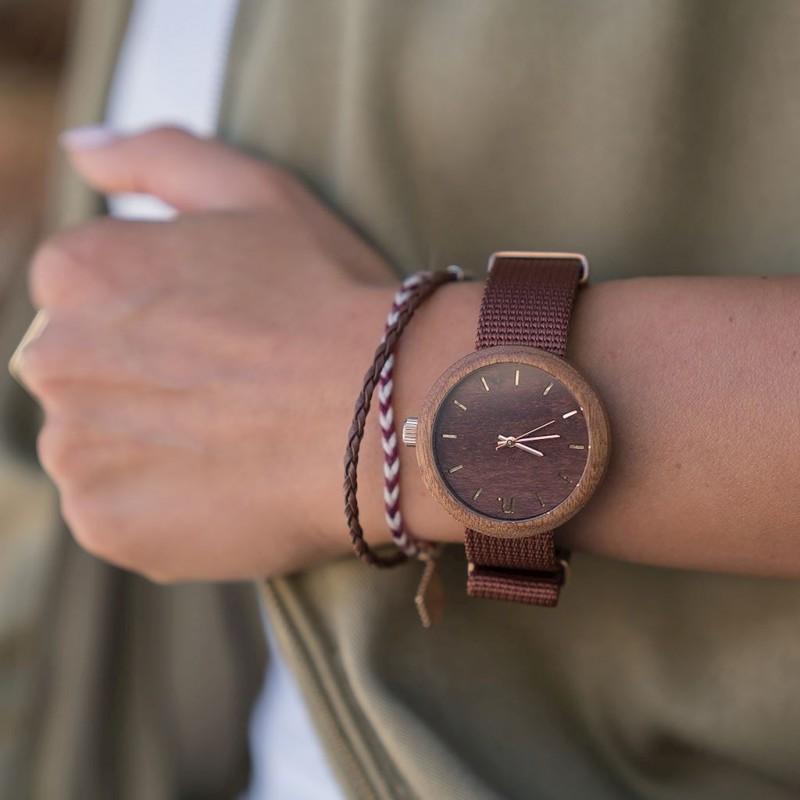 Dřevěné dámské hodinky zelené barvy s textilním řemínkem