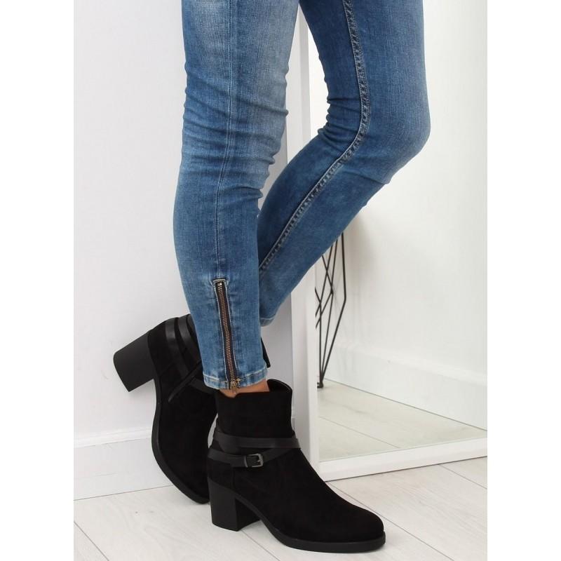 Dámské kotníkové kozačky na podpatku v černé barvě