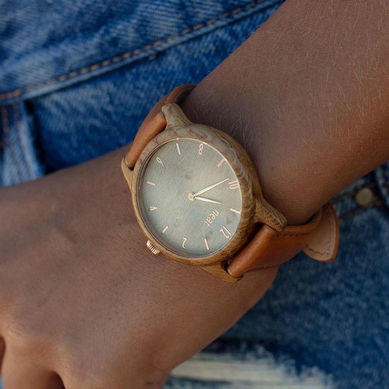 Dřevěné dámské hodinky stříbrno-černé barvy s kovovým řemínkem